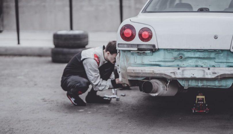 Var man utför reparation av sin bil i Farsta